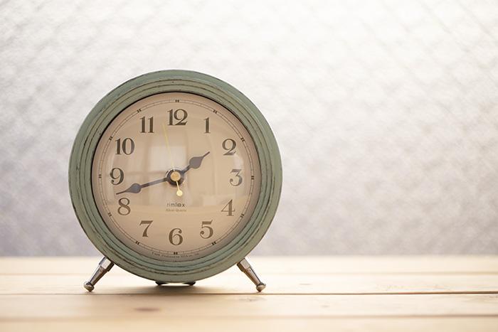 秒針の音が気にならないアンティーク調置き時計♪レッスン室にも